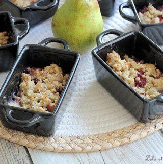 Crumbles poires framboises,crumble poires framboises chocolat blanc,crumble poire framboise chocolat,recette crumble poires framboises,recette crumble pommes poires framboises