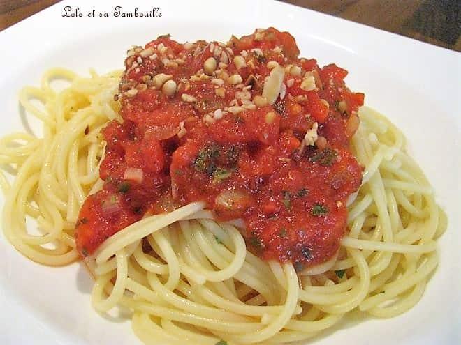 Pâtes à la sauce tomate & poivrons grillés