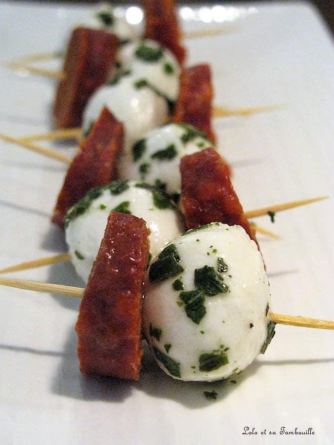 Brochettes de mozzarella au chorizo