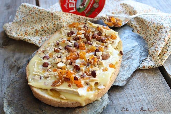 Bruschettas de camembert & fruits secs