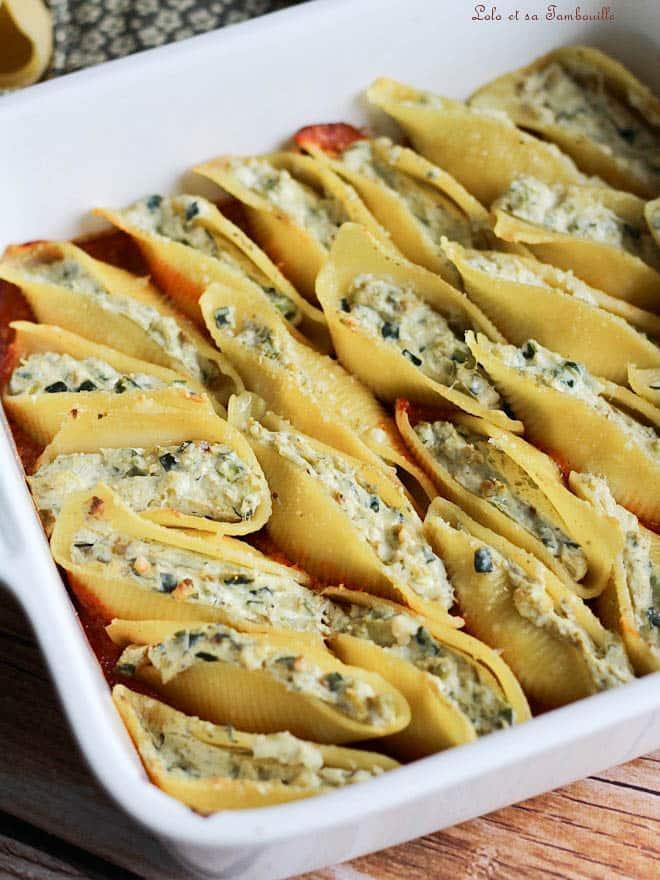 Un plat de conchiglionis farcis, conchiglionis, courgette, ricotta, pâtes