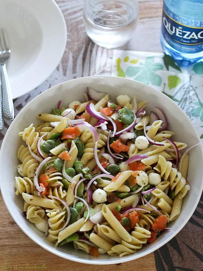 recette de salade de pâtes. fèves printemps saumon fumé