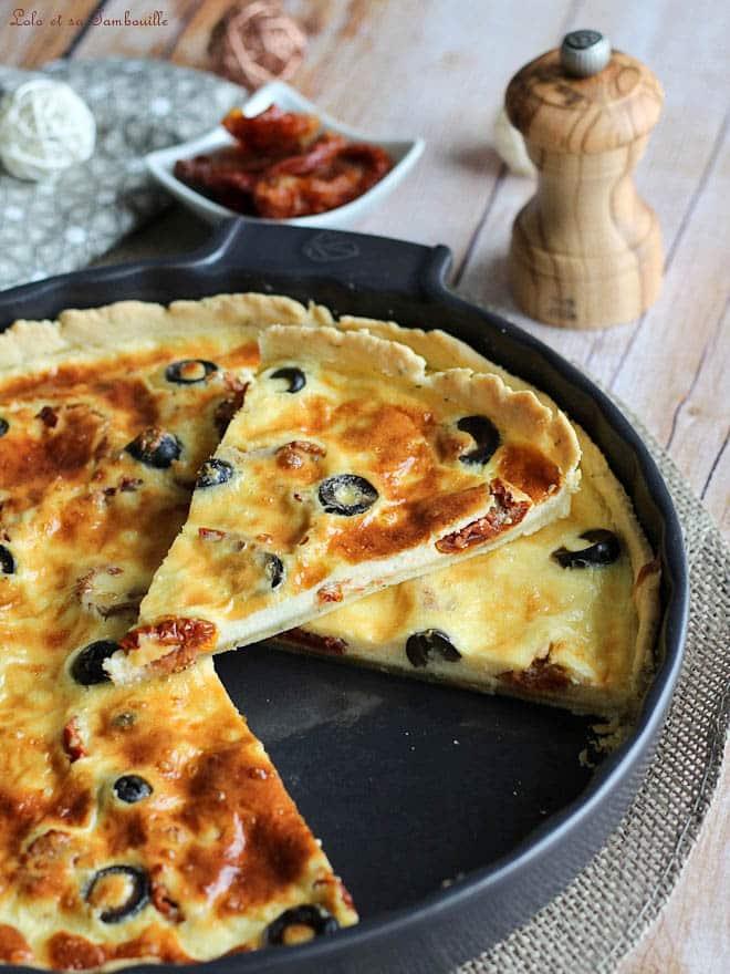 quiche avec olives noires et tomates séchées