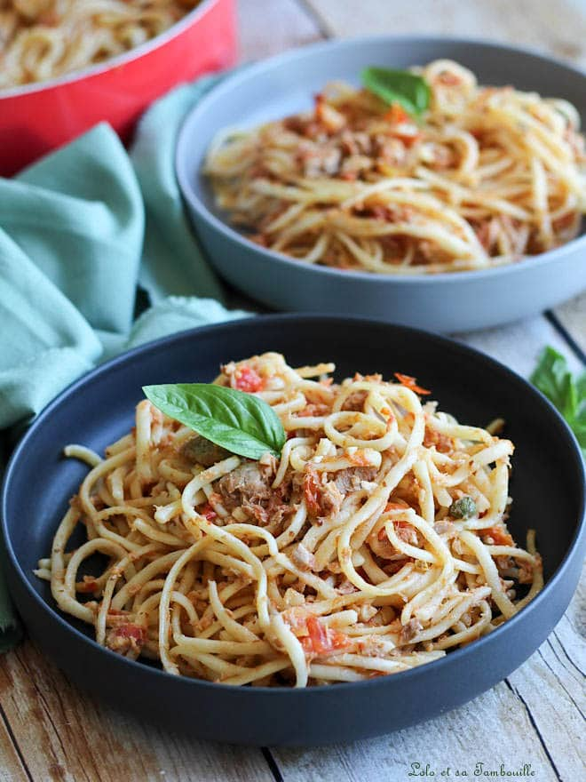 linguines au thon aux capres et aux tomates fraiches, linguines au thon et aux olives