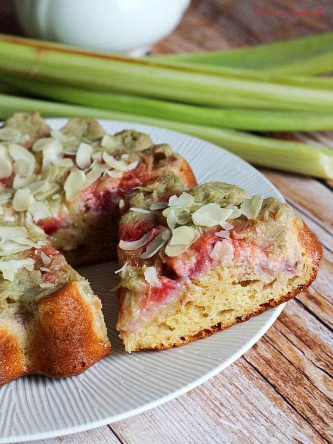 recette de gâteau allégé, recette avec fraises et rhubarbe